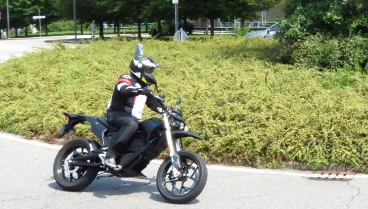 """Prova su strada: Zero Motorcycles FXS 11 kW: la """"125"""" elettrica - Foto 22 di 37"""