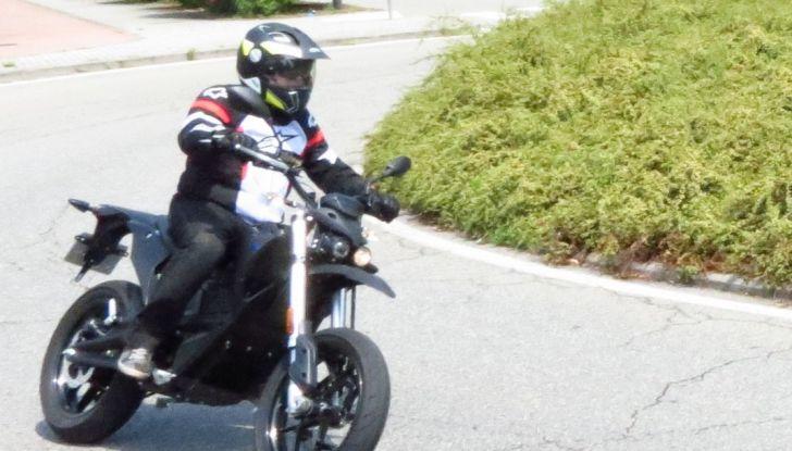 """Prova su strada: Zero Motorcycles FXS 11 kW: la """"125"""" elettrica - Foto 23 di 37"""