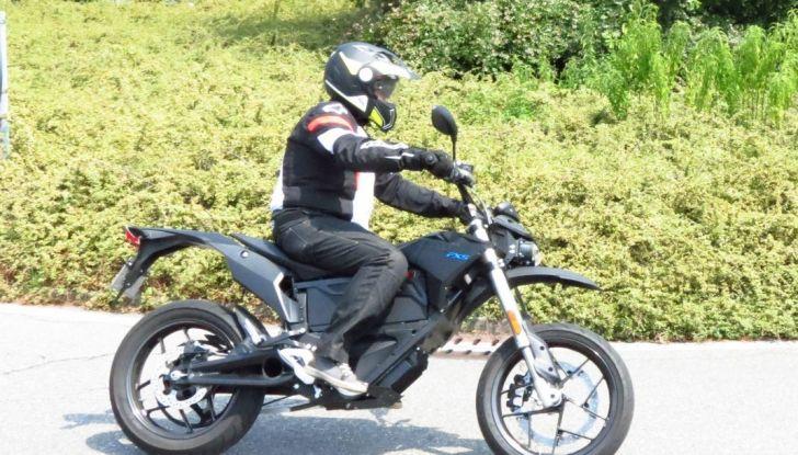 """Prova su strada: Zero Motorcycles FXS 11 kW: la """"125"""" elettrica - Foto 26 di 37"""