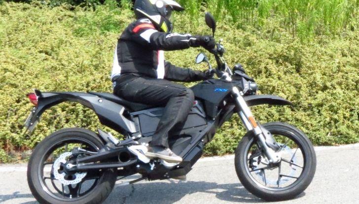 """Prova su strada: Zero Motorcycles FXS 11 kW: la """"125"""" elettrica - Foto 29 di 37"""