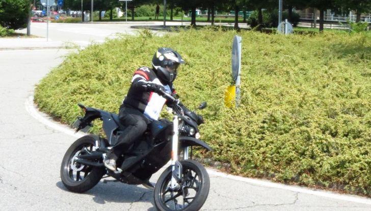 """Prova su strada: Zero Motorcycles FXS 11 kW: la """"125"""" elettrica - Foto 30 di 37"""