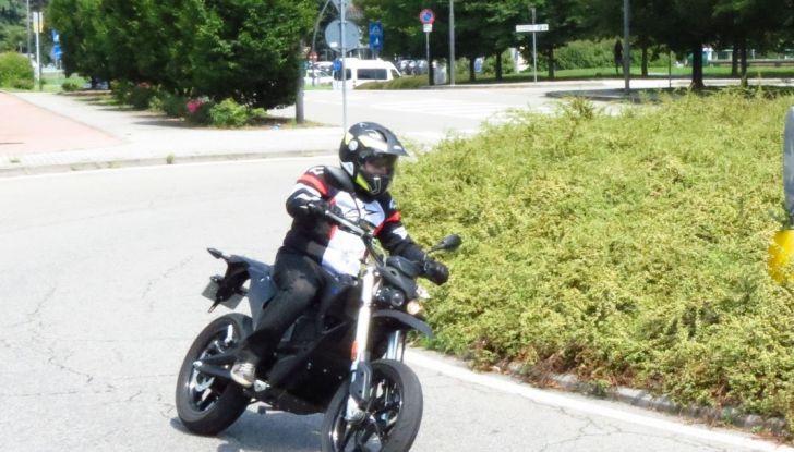 """Prova su strada: Zero Motorcycles FXS 11 kW: la """"125"""" elettrica - Foto 31 di 37"""