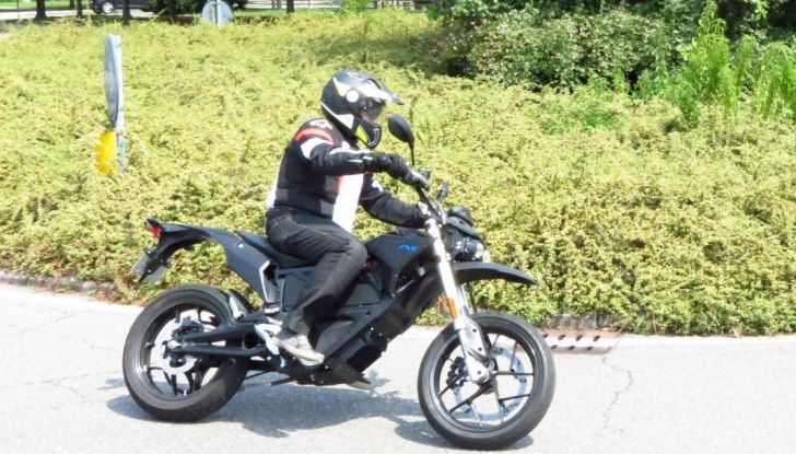 """Prova su strada: Zero Motorcycles FXS 11 kW: la """"125"""" elettrica - Foto 32 di 37"""