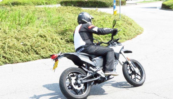 """Prova su strada: Zero Motorcycles FXS 11 kW: la """"125"""" elettrica - Foto 33 di 37"""