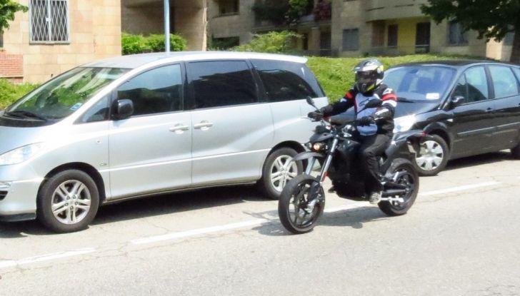 """Prova su strada: Zero Motorcycles FXS 11 kW: la """"125"""" elettrica - Foto 34 di 37"""