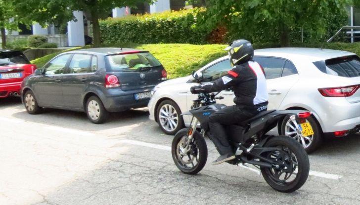 """Prova su strada: Zero Motorcycles FXS 11 kW: la """"125"""" elettrica - Foto 35 di 37"""
