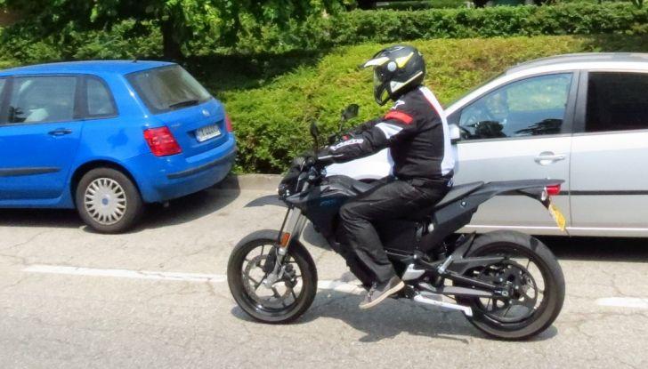 """Prova su strada: Zero Motorcycles FXS 11 kW: la """"125"""" elettrica - Foto 36 di 37"""