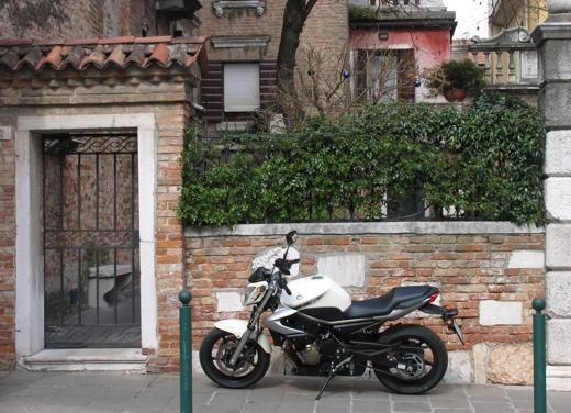 Yamaha XJ6 vs Suzuki Gladius - Foto 10 di 18