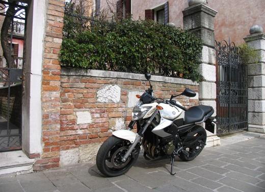 Yamaha XJ6 vs Suzuki Gladius - Foto 12 di 18