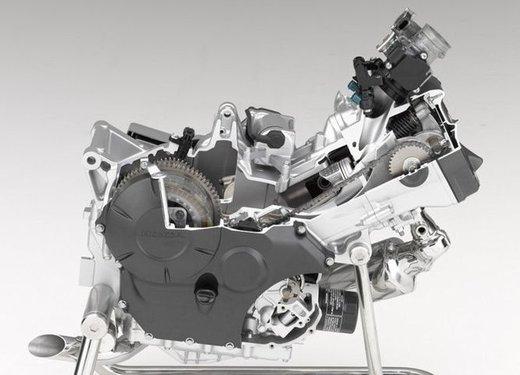 Honda Integra, compreso nel prezzo il bauletto per due caschi integrali - Foto 38 di 39