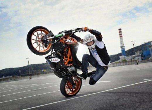 KTM 125 Duke: Rok Bagoros video stunt con la nuda per neopatentati - Foto 3 di 14