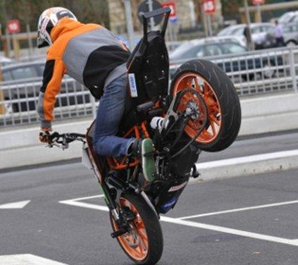 KTM 125 Duke: Rok Bagoros video stunt con la nuda per neopatentati - Foto 10 di 14