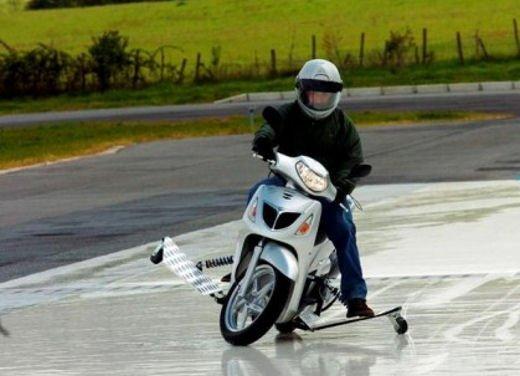 Esame pratico obbligatorio per scooter e minicar - Foto 7 di 8