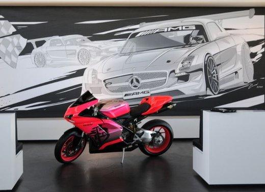 Ducati 848 rosa negli uffici AMG - Foto 3 di 10