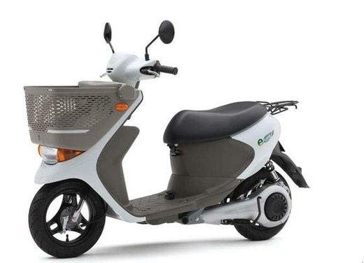 Suzuki e-Let's in commercio in Giappone