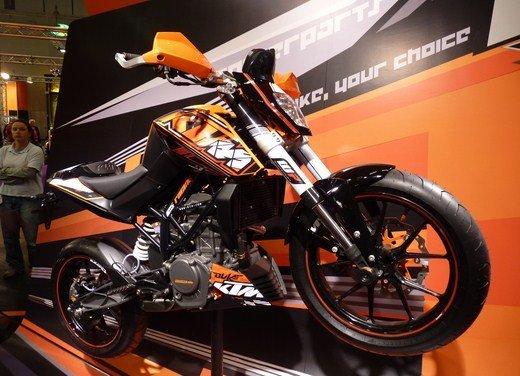 KTM Duke 125 e le evoluzioni dello stunt  Rok Bagoros - Foto 12 di 15
