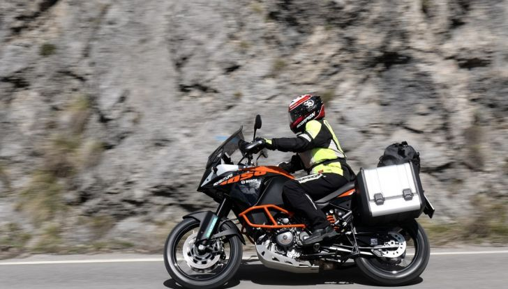 KTM 1050 Adventure: Prova su strada, prestazioni e prezzo - Foto 38 di 48