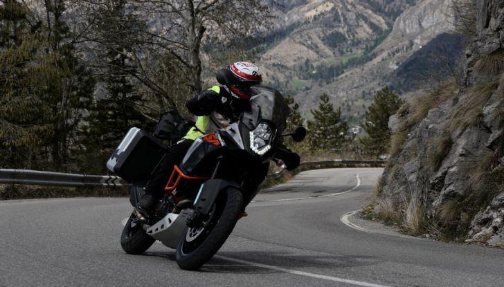 KTM 1050 Adventure: Prova su strada, prestazioni e prezzo - Foto 6 di 48