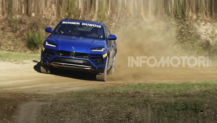 [VIDEO] Kiara Fontanesi, 6 volte iridata WMX, guida la Lamborghini Urus - Foto 1 di 6