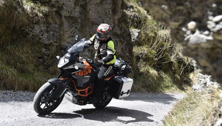 KTM 1050 Adventure: Prova su strada, prestazioni e prezzo - Foto 12 di 48