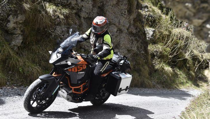 KTM 1050 Adventure: Prova su strada, prestazioni e prezzo - Foto 14 di 48
