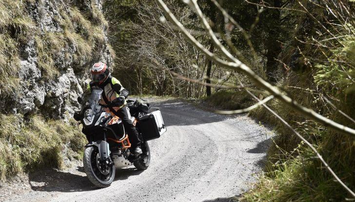 KTM 1050 Adventure: Prova su strada, prestazioni e prezzo - Foto 17 di 48