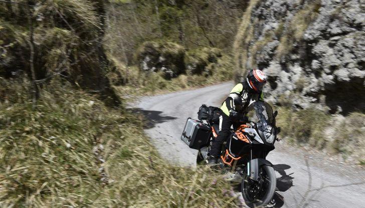 KTM 1050 Adventure: Prova su strada, prestazioni e prezzo - Foto 20 di 48