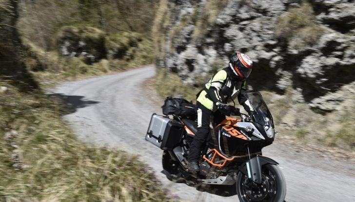 KTM 1050 Adventure: Prova su strada, prestazioni e prezzo - Foto 22 di 48