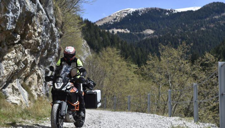 KTM 1050 Adventure: Prova su strada, prestazioni e prezzo - Foto 28 di 48