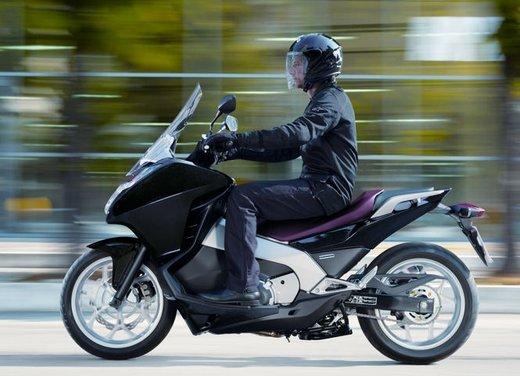 Honda Integra, compreso nel prezzo il bauletto per due caschi integrali - Foto 20 di 39