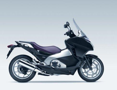 Honda Integra, compreso nel prezzo il bauletto per due caschi integrali - Foto 16 di 39