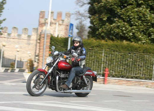 Triumph Speedmaster: prova su strada della cruiser equilibrata - Foto 32 di 33