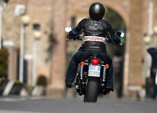 Triumph Speedmaster: prova su strada della cruiser equilibrata - Foto 6 di 33