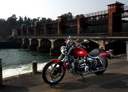 Triumph Speedmaster: prova su strada della cruiser equilibrata - Foto 30 di 33