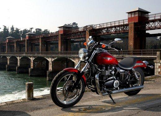 Triumph Speedmaster: prova su strada della cruiser equilibrata - Foto 31 di 33