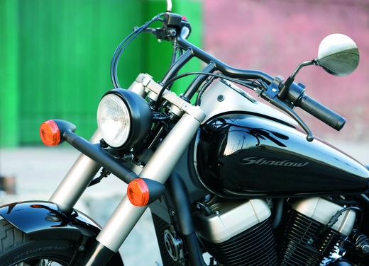 Honda Shadow 750 Black Spirit - Foto 5 di 10