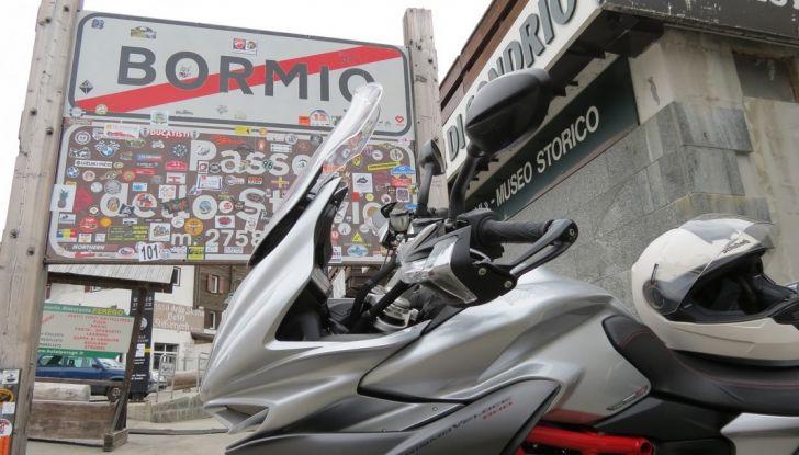 MV Agusta Turismo Veloce: la prova su strada - Foto 9 di 44