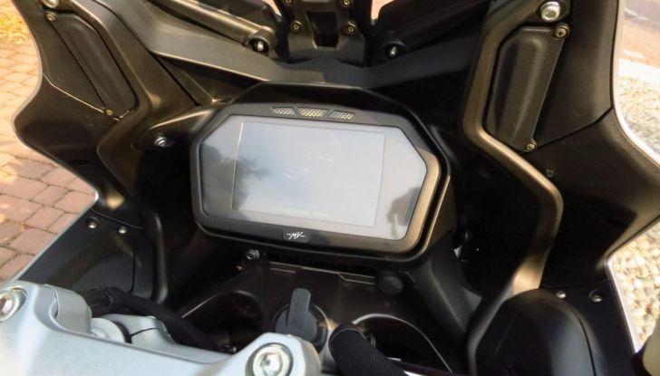 MV Agusta Turismo Veloce: la prova su strada - Foto 18 di 44
