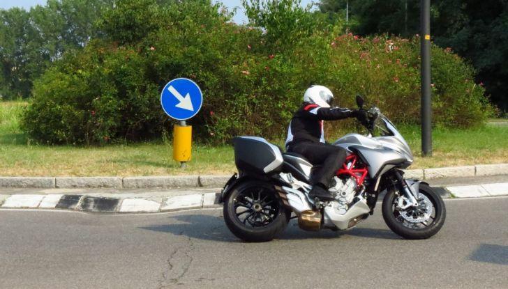 MV Agusta Turismo Veloce: la prova su strada - Foto 6 di 44