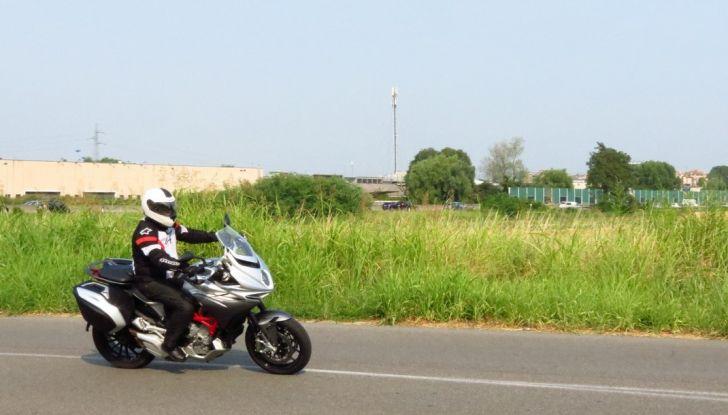 MV Agusta Turismo Veloce: la prova su strada - Foto 25 di 44