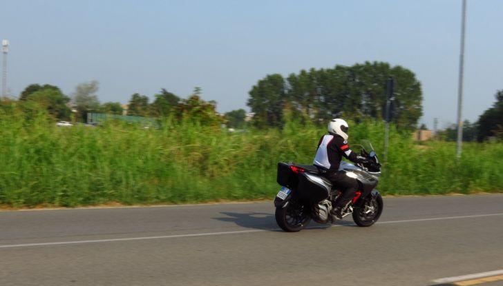 MV Agusta Turismo Veloce: la prova su strada - Foto 30 di 44