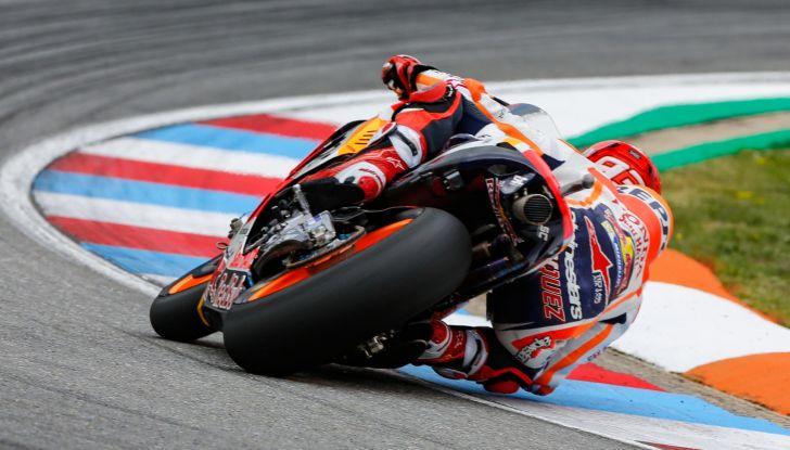MotoGP 2019, GP della Repubblica Ceca: Marquez piega Dovizioso e vince a Brno, Rossi quinto - Foto 2 di 11
