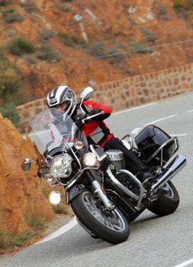 Moto Guzzi California 1400 Touring: la prova su strada dell'ammiraglia Guzzi - Foto 29 di 32
