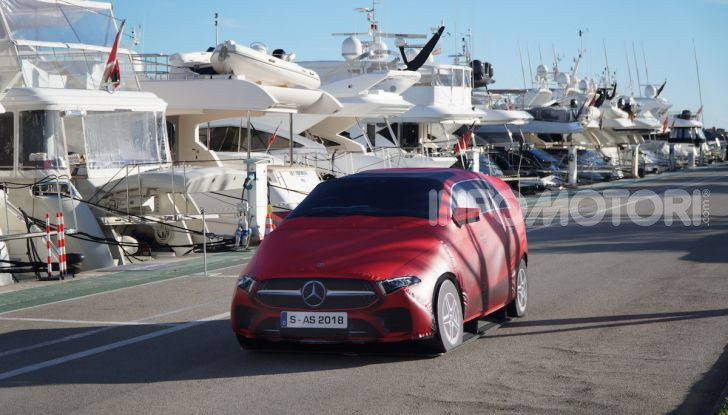Nuova Mercedes Classe B prova su strada, allestimenti e motori - Foto 8 di 10