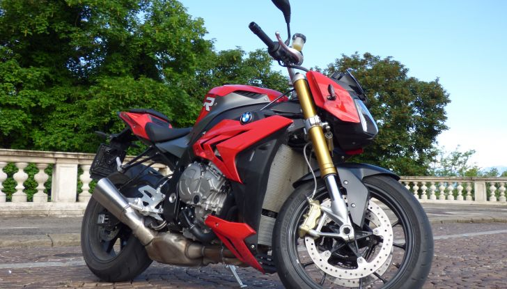 BMW S 1000 R, prova su strada:  Red Naked Redemption! - Foto 7 di 36