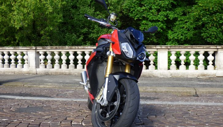 BMW S 1000 R, prova su strada:  Red Naked Redemption! - Foto 14 di 36