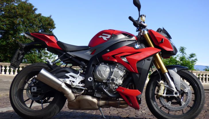 BMW S 1000 R, prova su strada:  Red Naked Redemption! - Foto 2 di 36