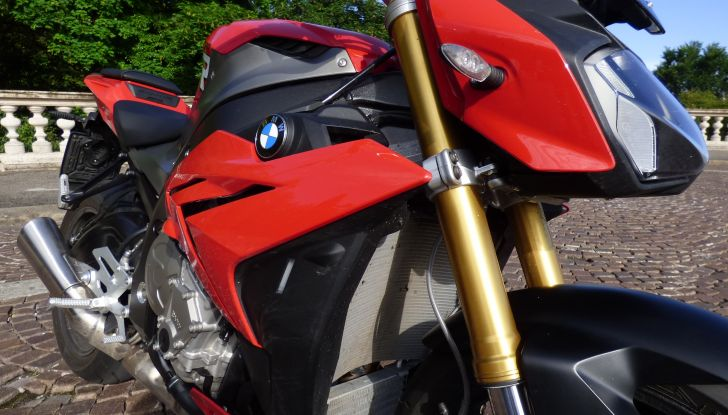 BMW S 1000 R, prova su strada:  Red Naked Redemption! - Foto 17 di 36
