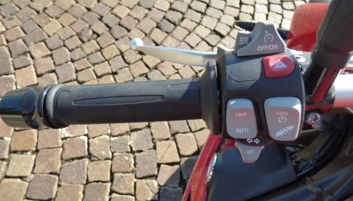 BMW S 1000 R, prova su strada:  Red Naked Redemption! - Foto 27 di 36