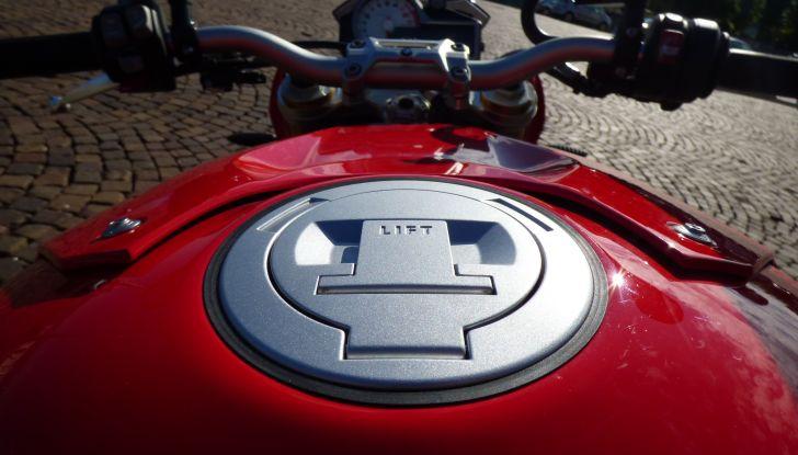 BMW S 1000 R, prova su strada:  Red Naked Redemption! - Foto 29 di 36